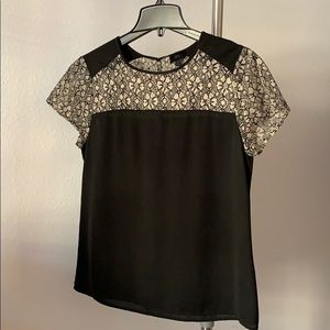 Banana Republic black lace detail short sleeve